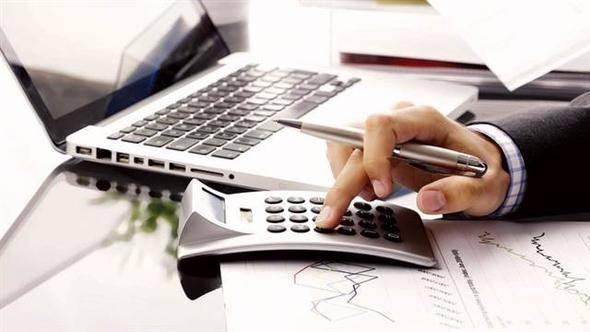 <p>Memur maaşlarına ve emekli aylıklarına geçen yıl ocakta yüzde 5.69, temmuz ayında da yüzde 8.65 oranında artış yapıldı.</p>  <p>1 2019'un Temmuz ayında memur maaşlarına ve emekli aylıklarına yüzde 4'ü aşan enflasyon farkına ilave olarak yüzde 5 oranında artış yapılacak.</p>  <p>İşte yeni memur maaşları (2019 Ocak)</p>