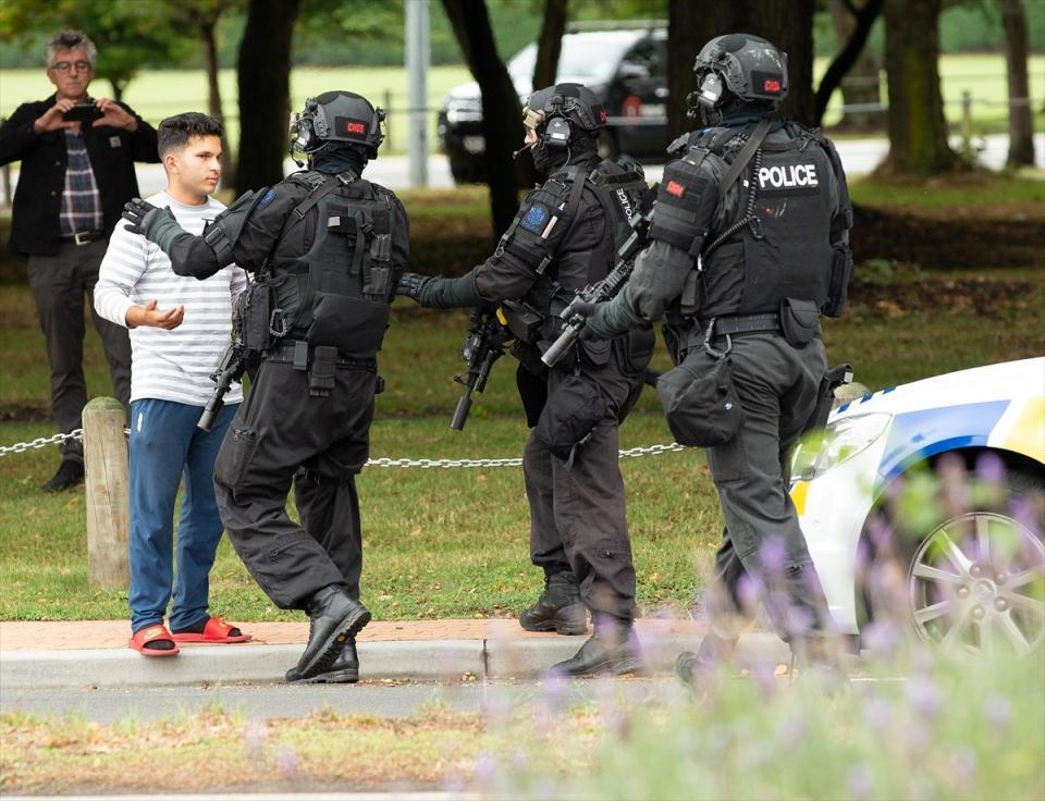 <p>Avustralya Başbakanı Scott Morrison cami saldırıları sonrası bir açıklama yaptı. Morrison, Yeni Zelanda'nın Christchurch kentinde camilere saldıranlardan birinin Avustralya vatandaşı olduğunu söyledi.</p>