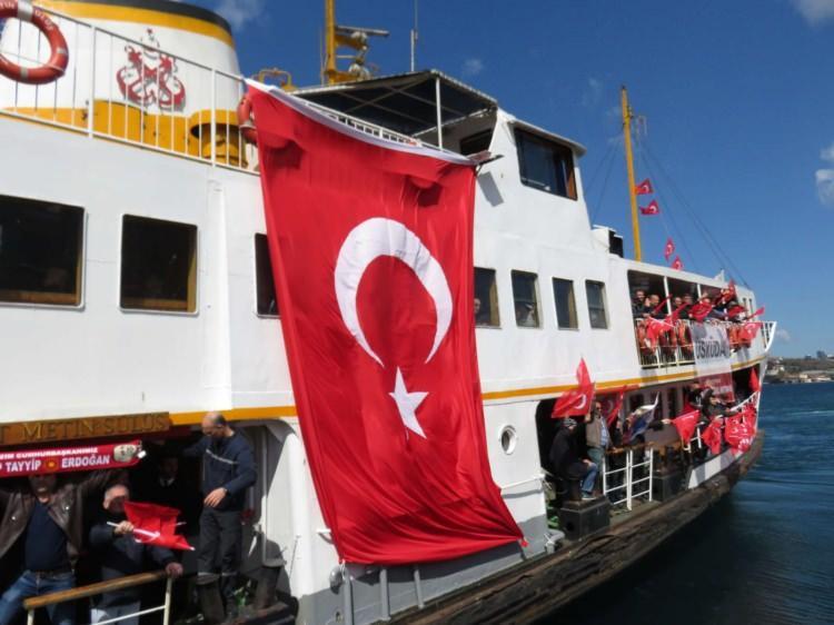 <p>Cumhurbaşkanı Recep Tayyip Erdoğan ile MHP Genel Başkanı Devlet Bahçeli'nin katılımıyla gerçekleşecek olan Cumhur İttifakı'nın Yenikapı Mitingi'ne çok sayıda kişi vapur ve teknelerle gidiyor.</p>  <p></p>