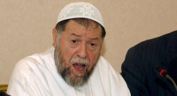 <div></div>  <div>İslâmi Selamet Cephesi'nin bu başarısından endişelenen Batı'nın da tahrikleri ile Cezayir ordusu, 16 Ocak 1992 tarihinde yani seçimlerin ikinci turunun yapılacağı tarihe beş gün kala gerçekleştirdiği darbe ile yönetime el koyarak seçimlerin ikinci turunu iptal etmiş ve genel başkan Prof. Abbasi Medeni başta olmak üzere FIS ileri gelenlerinin çoğunu tutuklatmıştı</div>  <div></div>  <div></div>