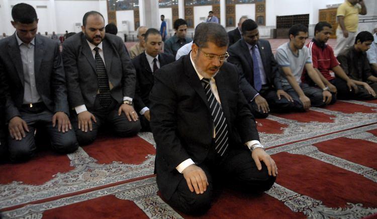 <p>2012 Mısır Cumhurbaşkanlığı seçimlerinde Müslüman Kardeşler'in aday gösterdiği Hayrat Şatır'ın adaylığı düşünce, yerine Muhammed Mursi seçildi.</p>  <p></p>