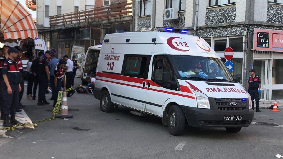 <p>Kaza, sabaha karşı 04.45 sıralarında Büyük Doğanca Mahallesinde meydana geldi. Durumundan şüphelenilen bir araca Jandarma Komutanlığı ekipleri dur ihtarında bulundu.</p>  <p></p>