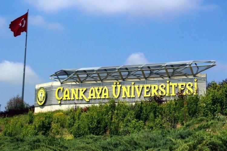 <p>9- Çankaya Üniversitesi</p>  <p>Çankaya Üniversitesi, sıralamaya göre her yıl 9 ay süre öğrencilere öğrencilerine burs imkanı sağlıyor. İşte Çankaya Üniversitesi'nin öğrencilerine sunduğu burs imkanı ;</p>  <p>- İlk 250 içinde yer ayda 500 TL</p>  <p></p>  <p>- 251-2.000 arasında yer alan öğrencilere 250 TL</p>  <p></p>