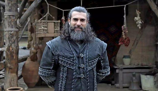 <p><strong>TURGUT ALP DİRİLİŞ'TE YER ALACAK MI?</strong></p>  <p>Diriliş Osman'da Turgut Alp karakterini oynayan Cengiz Çoşkun yer alacak mı? Konuyla ilgili yapımcı Mehmet Bozdağ açıklama yapmamasına karşın gerçek tarihe göre ilerleyecek Diriliş Osman dizisinde Turgut Alp karakterinin yer alması ve Cengiz Çoşkun'un oynaması bekleniyor.</p>  <p></p>