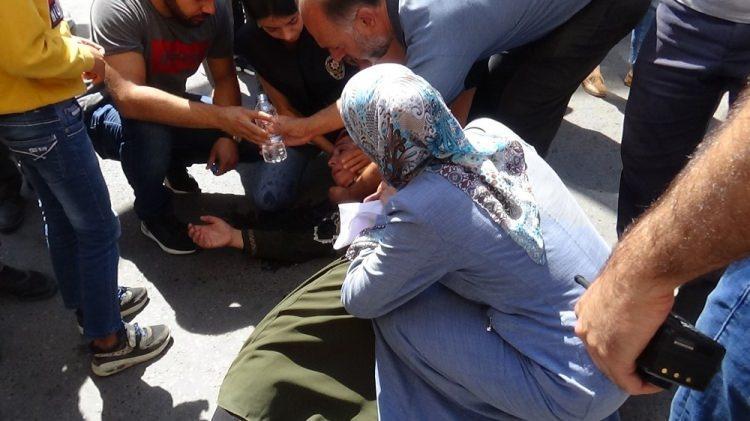 <p>Çocuklarının dağa kaçırılmasında HDP'yi sorumlu tutan Diyarbakır annelerinin, 3 Eylül'de partinin il binası önüne gelerek başlattığı oturma eylemi sürüyor.</p>