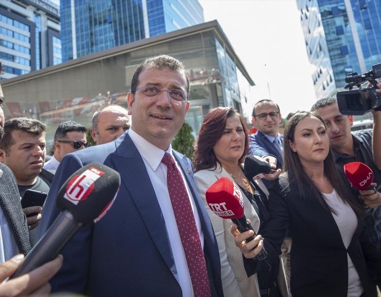 <p>Cumhurbaşkanı Recep Tayyip Erdoğan'ın kabulü öncesinde CHP Genel Merkezi'nde bir araya gelen CHP'li Büyükşehir Belediye başkanları, Cumhurbaşkanlığı Külliyesi'ne gitmek üzere partiden ayrıldı. Toplantıya katılan İstanbul Büyükşehir Belediye Başkanı Ekrem İmamoğlu, açıklamalarda bulundu.</p>  <p></p>