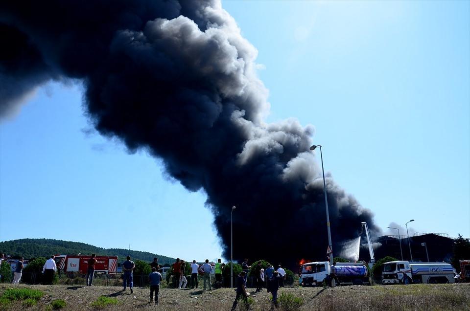 <p>Yangın söndürüldükten sonra teknik ekibimiz yangının çıkış nedeniyle ilgili çalışma yapacak.</p>  <p></p>