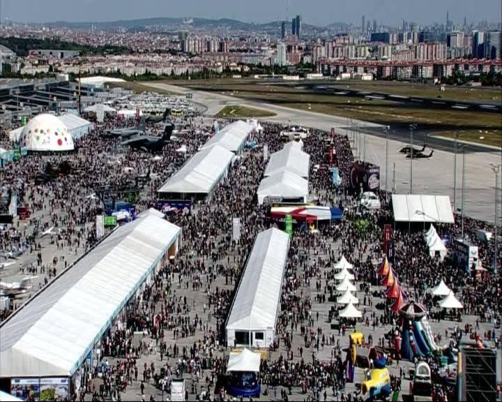 <p>Türkiye Teknoloji Takımı Vakfı (T3 Vakfı) ile Sanayi ve Teknoloji Bakanlığı öncülüğünde, ülkenin önemli kurum ve firmalarının destekleriyle Atatürk Havalimanı'nda düzenlenen ve Anadolu Ajansının (AA) Global İletişim Ortağı olduğu TEKNOFEST İstanbul Havacılık, Uzay ve Teknoloji Festivali, beşinci gününde ziyaretçi akınına uğradı.</p>