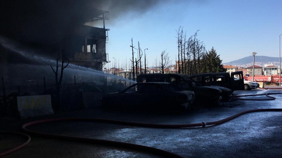 <p>Alınan bilgiye göre, Orhanlı Deri Organize Sanayi Bölgesi Deri Yan Sanayi Sitesinde faaliyet gösteren Ema Kimya Sistemleri-Huntsmann'a ait fabrikada henüz belirlenemeyen nedenle yangın çıktı.</p>