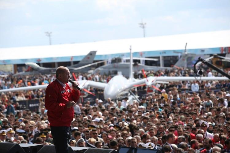 <p>Cumhurbaşkanı Recep Tayyip Erdoğan, ailesiyle katıldığı festivalde katılımcılara hitap etti.</p>