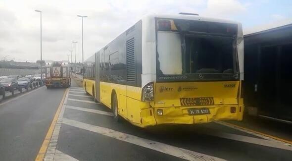 <p>İstanbul'da, Halıcıoğlu'ndan Avcılar'a devam eden metrobüs, önünde seyreden başka bir metrobüse çarptı.</p>  <p></p>