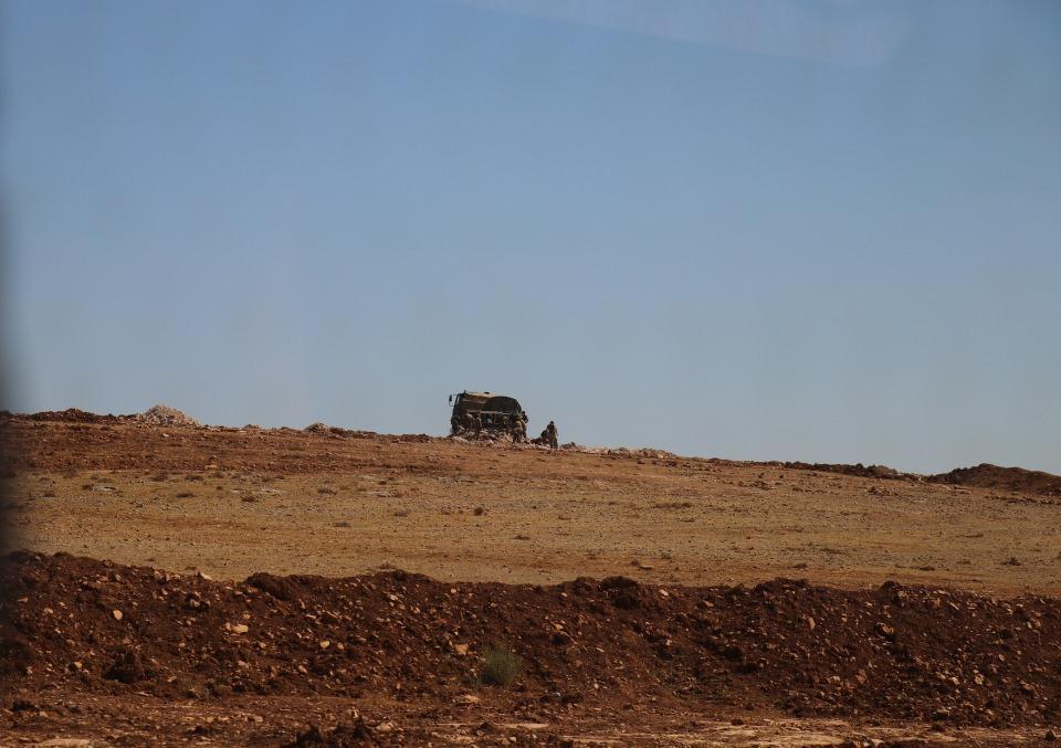 <p>Cumhurbaşkanı Recep Tayyip Erdoğan'ın Fırat'ın doğusuna operasyon sinyali vermesinin ardından Türk Silahlı Kuvvetleri unsurları, Suriye'nin doğusuna olası operasyon için tüm hazırlıklarını sürdürüyor.</p>  <p></p>