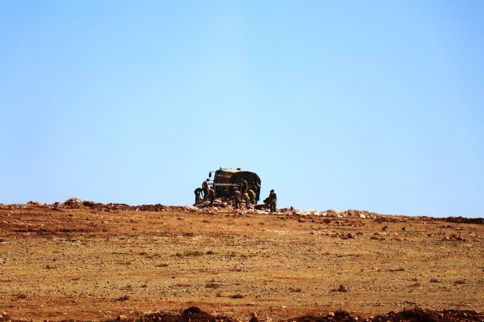<p>Şanlıurfa'nın Suruç ilçesinin karşısında bulunan ve terör örgütü PYD/PKK kontrolündeki Aynel Arap'a (Kobani) fırtına obüslerinin namluları çevrildi.</p>  <p></p>