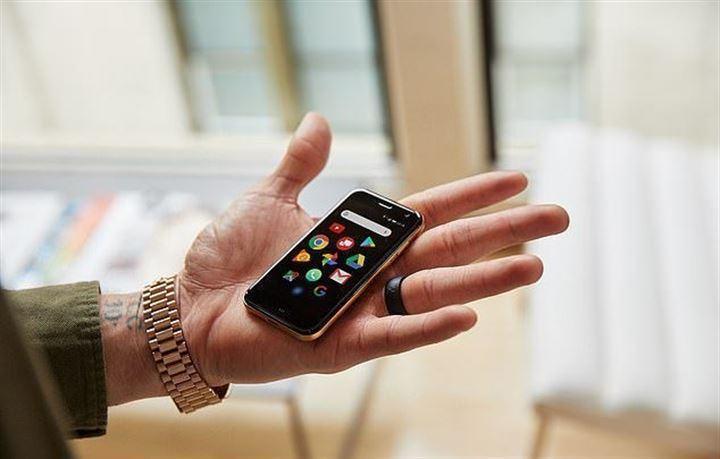 <p>Kredi kartı büyüklüğünde boyutları ile görenleri şaşkına çeviren akıllı telefon Palm, Türkiye'de satışa sunuldu.</p>
