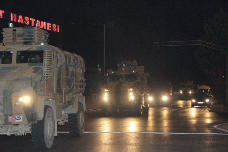 <div>Akşam saatlerinden itibaren Kilis'te askeri hareketlilik yaşandı.</div>