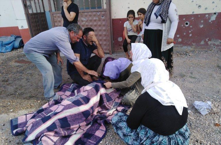 <p>Terör örgütü YPG/PKK'nın Suriye'de işgali altındaki bölgelerden, Şanlıurfa'nın Suruç ilçesindeki sivillere yönelik yaptığı havan mermili saldırıda 2 kişi hayatını kaybetti, 2 kişi yaralandı.</p>