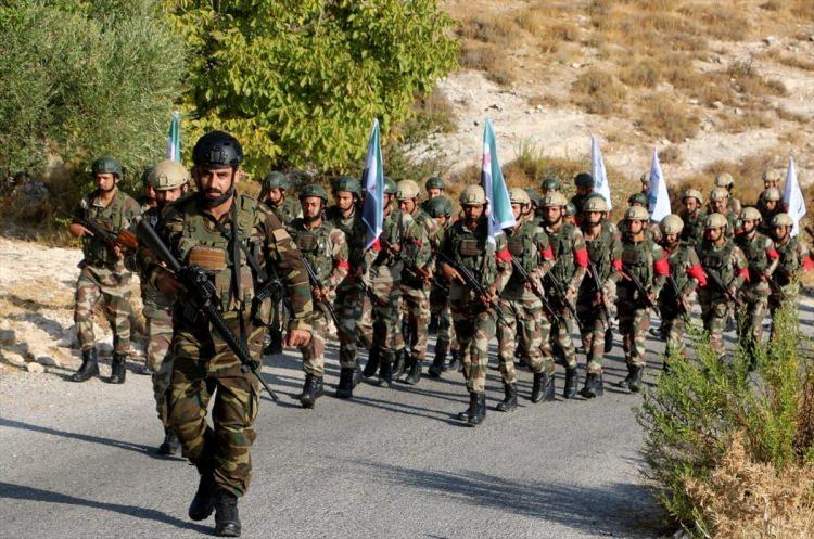 <p>Ağır silahlar ve roketlerin kullanıldığı Fırat'ın doğusu tatbikatına yaklaşık 2 bin ÖSO askeri katıldı.</p>