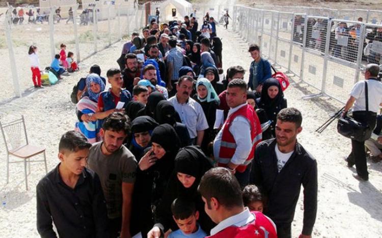 """<p><span style=""""color:#FFD700"""">6- <strong>Terörden arınan bölgelere Suriyeli sığınmacıları yerleştirmek</strong></span></p>  <p>Türkiye'nin misafir ettiği Suriyeli sığınmacı sayısı: 3,6 milyondan fazla</p>  <p>Türkiye, Suriyeli sığınmacıları terörden arındırdığı bölgelere güvenli bir şekilde yerleştirmek istiyor</p>  <p>Türkiye, Fırat Kalkanı ve Zeytin Dalı operasyonlarıyla bölgeyi terörden arındırıp şehirlerin temel altyapısını da inşa ederek yüzbinlerce Suriyelinin vatanlarına dönmesini sağladı</p>"""