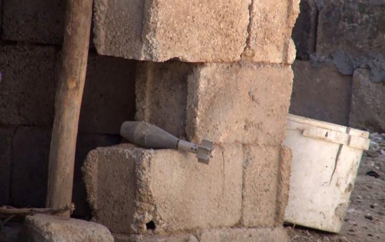 <p>Fırat'ın doğusuna yönelik düzenlenen Barış Pınarı Harekatı'nın başlamasının ardından Suriye'nin Tel Abyad kentine sınır olan Şanlıurfa'nın Akçakale ilçesinde 21 ayrı noktaya havan mermisi düştü.</p>
