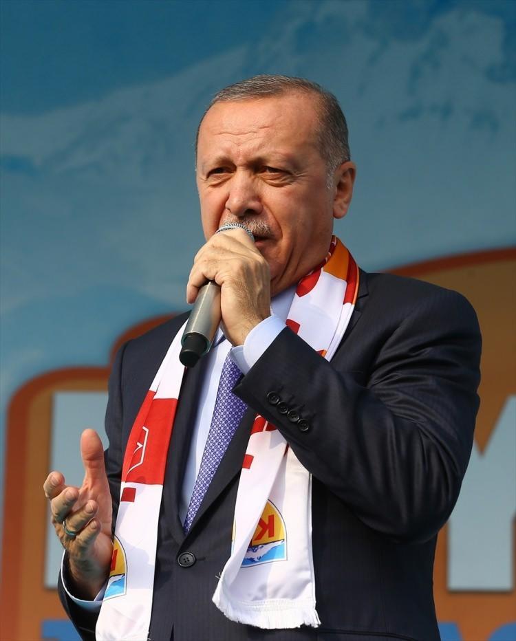 <p>Türkiye Cumhurbaşkanı Recep Tayyip Erdoğan, Kayseri'de düzenlenen toplu açılış törenine katılarak konuşma yaptı.</p>  <p></p>