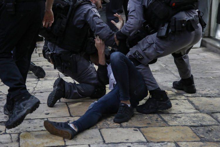 <p>Filistin resmi kaynaklarına göre, İsrail hapishanelerinde 500'e yakını idari tutuklu, 230'u çocuk olmak üzere, 5 binden fazla Filistinli bulunuyor.</p>