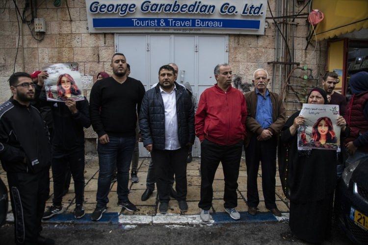 <p>Filistinli bir grup aktivist, İsrail hapishanelerinde açlık grevindeki Filistinli tutuklulara destek amacıyla Doğu Kudüs'teki Selahaddin Caddesi'nde gösteri düzenledi.</p>  <p></p>