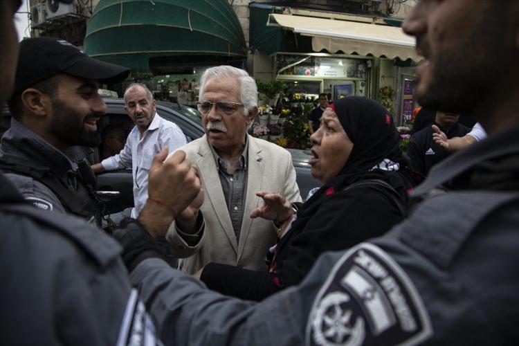 <p>İsrail güçleri, işgal altındaki Doğu Kudüs'te İsrail hapishanelerinde açlık grevinde olan Filistinli tutuklulara destek olmak amacıyla düzenlenen gösteriye saldırdı.</p>