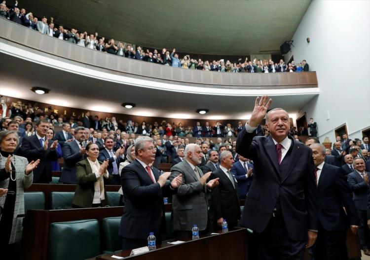 <p>Recep Tayyip Erdoğan, partililer tarafından sloganlarla karşılandı.</p>