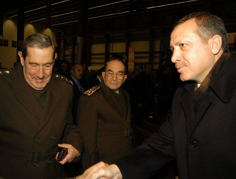 <p>ASELSAN Macunköy tesislerinde kaideye monteli stinger projesi teslim töreni gerçekleştirildi. Törene, Genelkurmay Başkanı Orgeneral Hilmi Özkök ve Başbakan Recep Tayyip Erdoğan da katıldı.</p>  <p>26 Kasım 2004</p>