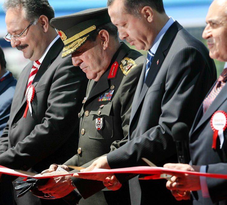 <p>IDEF 2007 8. Uluslararası Savunma Sanayi Fuarı Ankara'da açıldı.</p>  <p>22 Mayıs 2007</p>