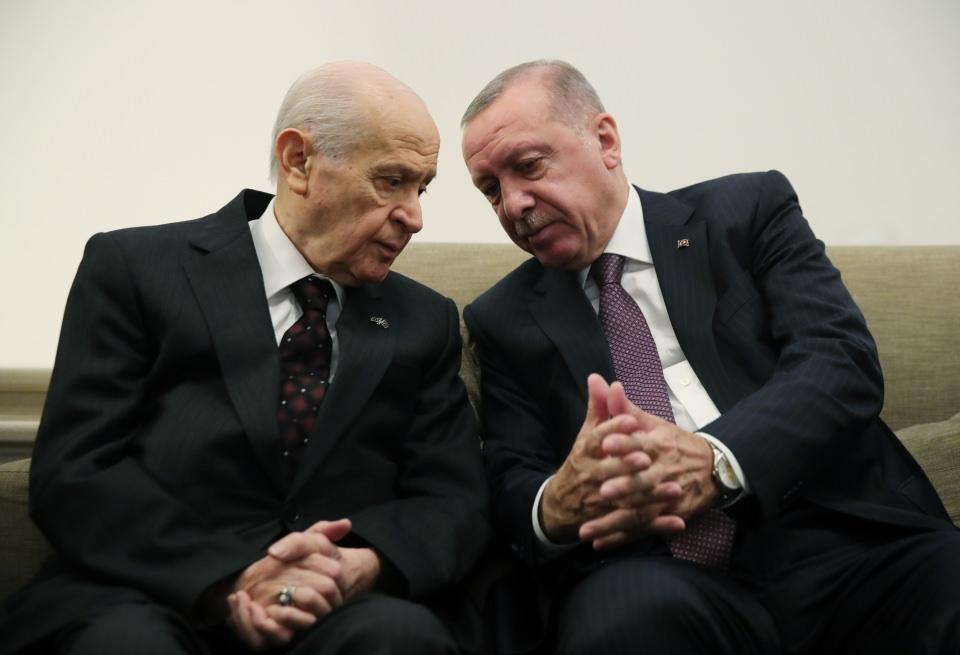 """<p>Erdoğan, Bahçeli'nin yanından ayrılırken basın mensuplarına, """"Hoş bir sürpriz oldu"""" dedi.</p>"""