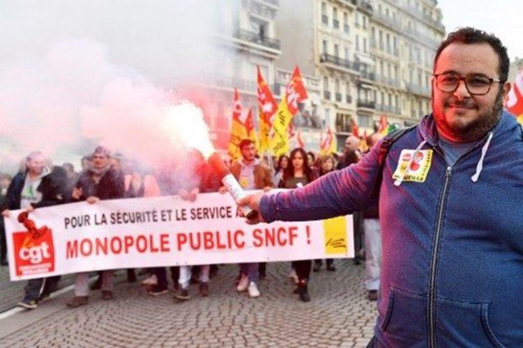 """<p><strong>Fransa</strong>'da bugün başlayan grev """"<strong>Kara Perşembe</strong>"""" olarak anılıyor. Ülkede daha geç yaşta emekli olma veya emeklilik maaşlarında düşüş tercihiyle karşı karşıya bırakılan işçiler grev yapıyor.</p>"""