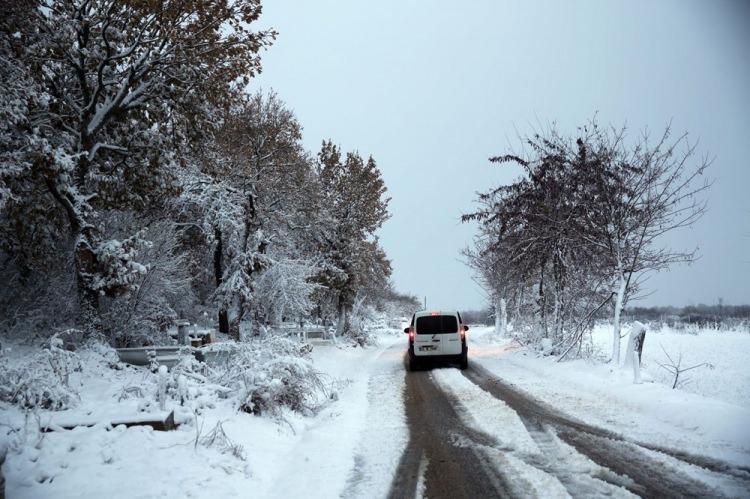 <p>EDİRNE</p>  <p>Balkanlara yakın köylerde kar yağışı nedeniyle bitki örtüsü beyaza büründü.</p>