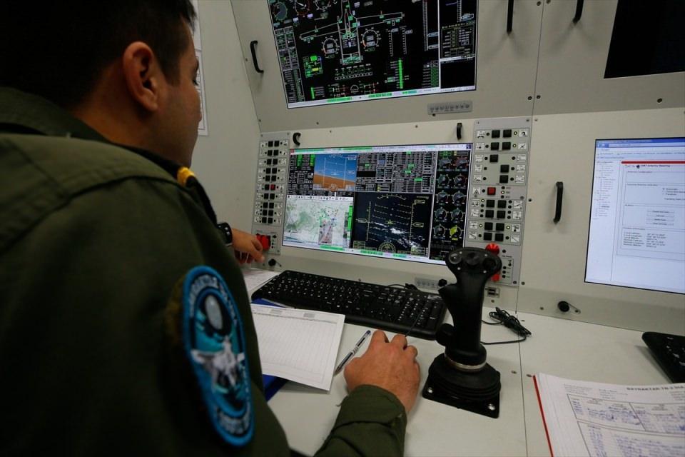 <p>Bu kapsamda Dalaman Deniz Hava Üs Komutanlığında bulunan Bayraktar TB2 tipi İHA, gerekli hazırlıklar sonrası saat 05.00'te Geçitkale Havaalanına uçtu. İHA yaklaşık 5 saatlik uçuşun ardından Geçitkale Havaalanı'na indi.</p>  <p></p>