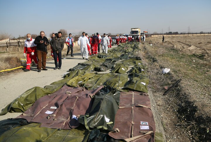 <p>İran Acil Yardım Kurumu Başkanı Pir Hüseyin Kulivend, İran devlet televizyonuna yaptığı açıklamada, PS-752 sefer sayılı uçaktakilerin tamamının hayatını kaybettiğini açıkladı.</p>