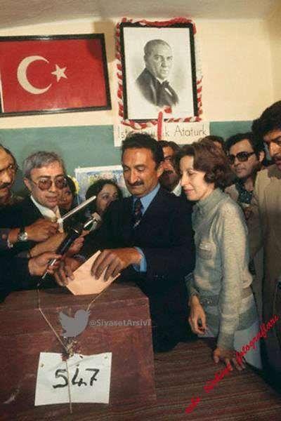 <p>Eski Başbakanlardan Bülent Ecevit'in eşi Rahşan Ecevit, tedavi gördüğü Gülhane Eğitim ve Araştırma Hastanesi'nde 97 yaşında hayatını kaybetti.</p>