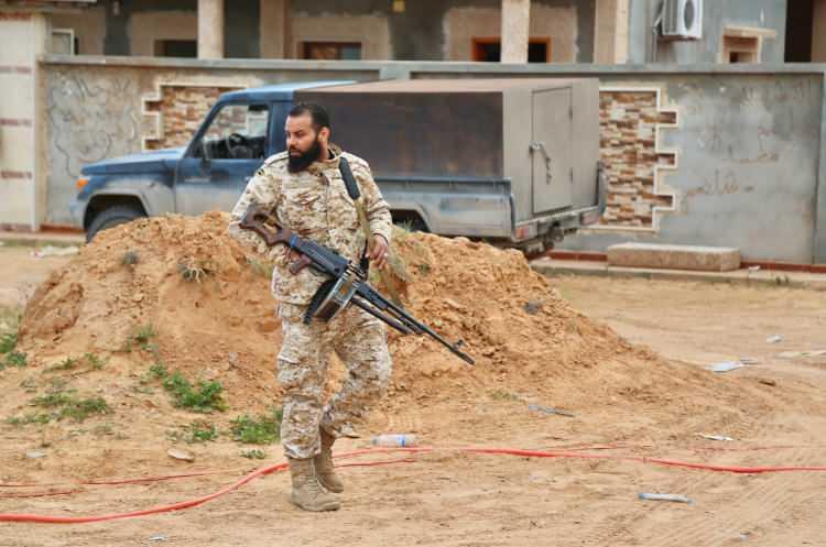 """<p><strong>UMH Komutanı: """"Ateşkes kararını uygulamaya hazırız""""</strong></p>  <p>UMH Güçleri Komutanlarından Abdulkadir Muhammed Ebu Şaala, AA muhabirine yaptığı açıklamada, """"Bizler bu ateşkes kararını kabul ettik ve uygulamak için hazırlıklarımızı da tamamladık. Biz emirlerimizi (Ulusal) Mutabakat Hükümeti'nden alıyoruz."""" dedi.</p>"""