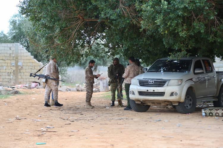<p>Libya'daki gayrimeşru silahlı güçlerin lideri Halife Hafter'in, Rusya'daki müzakere masasından Libya'ya yönelik ateşkes taslak metnini imzalamadan kalkması üzerine, uluslararası tanınırlığa sahip Ulusal Mutabakat Hükümeti (UMH) güçleri olası bir saldırı karşısında teyakkuz haline geçti.</p>