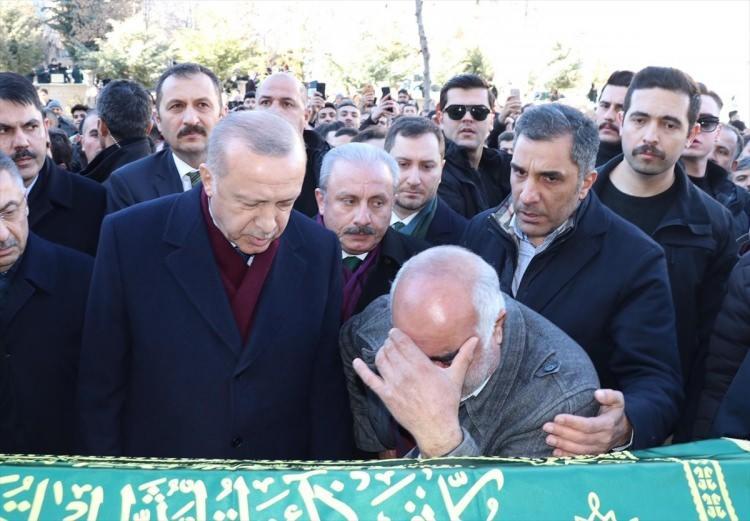 <p>Cumhurbaşkanı Erdoğan aileye taziye dileklerinde bulundu.</p>