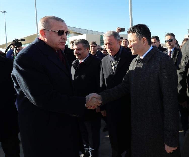 <p>Erdoğan'ı, Tarım ve Orman Bakanı Bekir Pakdemirli karşıladı.</p>