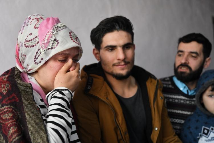 <p>Depremzedenin dile getirdiği Suriyeli Mahmud'a ise Anadolu Ajansı ulaştı. 2 yıl önce Hama kentinden Hatay'a gelen ve üniversite eğitimi için 3 ay önce Elazığ'a yerleşen Suriyeli Mahmud el Osman, deprem anını anlattı.</p>