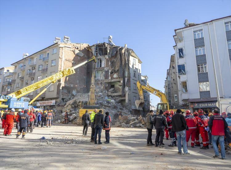 """<p><span style=""""color:rgb(215, 215, 215)"""">Depremde ölenlerin sayısı 21'ye yükseldi</span></p>"""