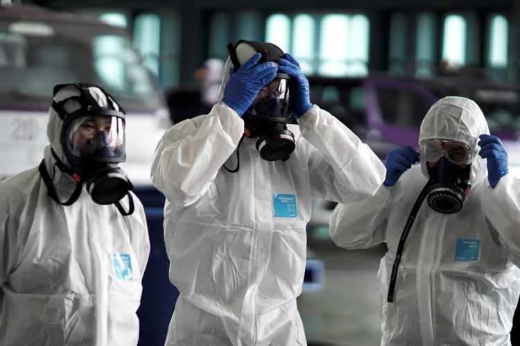 <p>Çin'de ülke genelinde etkisini artıran yeni tip koronavirüsten etkilenenlerin sayısı 1795'inin durumu ciddi olmak üzere 11 bin 791'e yükseldi.</p>