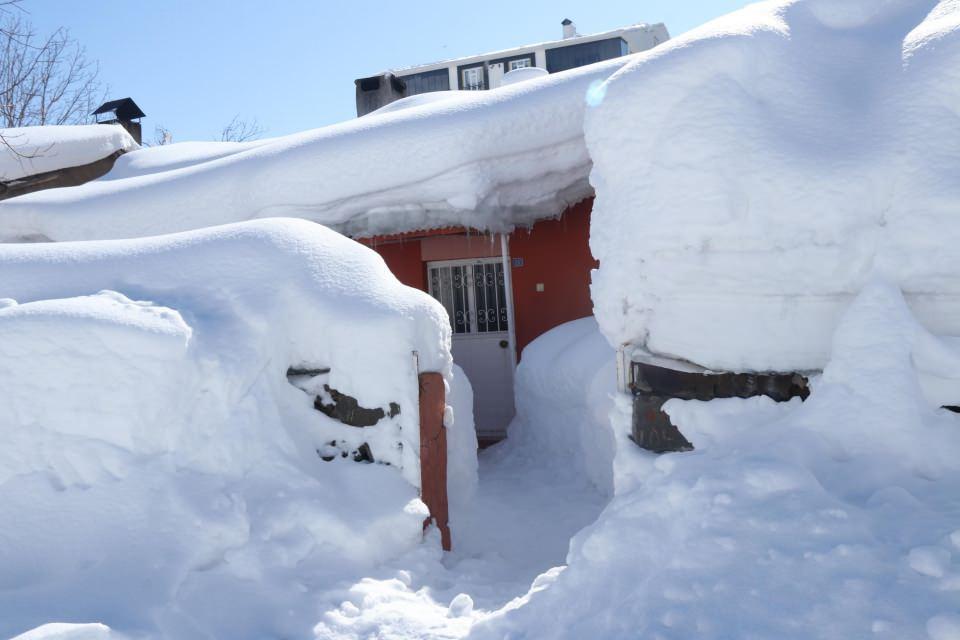 <p>Meteoroloji yetkilileri, kar yağışının hafta sonuna kadar devam edeceğini açıkladı.</p>  <p></p>