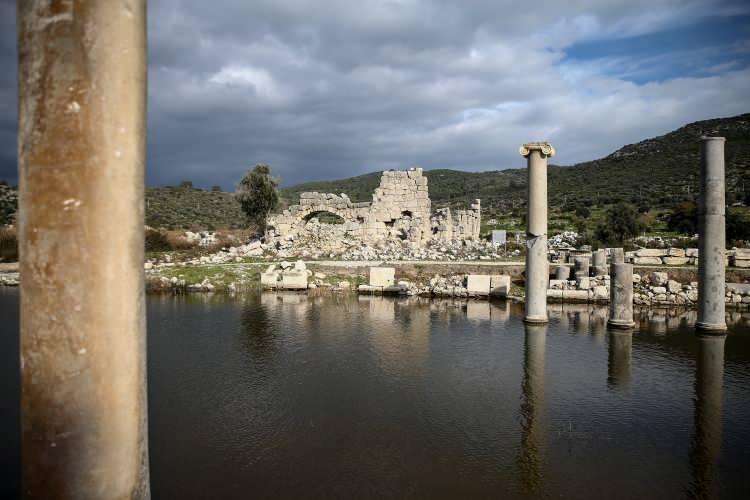 """<p>Akdeniz Üniversitesi Edebiyat Fakültesi Arkeoloji Bölümü Başkanı da olan Prof. Dr. Işık, Cumhurbaşkanı Recep Tayyip Erdoğan'ın 2020'yi """"Patara Yılı"""" ilan etmesine ilişkinAA muhabirine yaptığı değerlendirmede, kararın turizme önemli katkısının olacağına inandığını söyledi.</p>"""