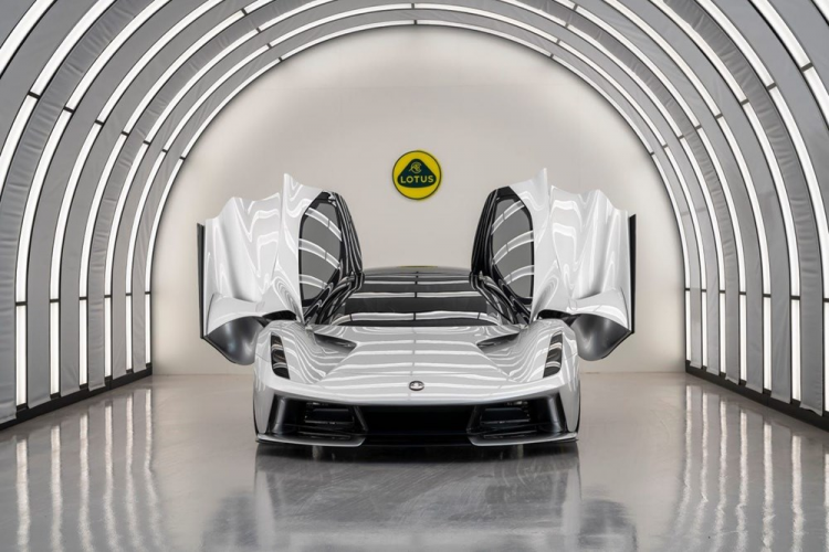 Lotus'un elektrikli hiper otomobili Evija tanıtıldı
