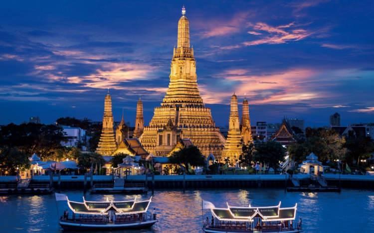 <p>14- BANGKOK / TAYLAND</p>  <p>Altından saraylar, yüzen pazarlar, muhteşem porselen helezonlar büyülü bir masal gibi değil mi? Tayland'ın başkenti Bangkok, 50 ayrı bölgeye bölünmüştür. Harika bir alışveriş için Pratunam veya Siam Meydanı'na gidin, sonra Avrupa tarzı Dusit bahçelerine dönün. Thon Buri muhteşem Wat Arun tapınağına ev sahipliği yapan yerdir; Phra Nakhon'da ise Yaslanan Buda'nın Wat Pho tapınağını bulursunuz. Grand Palace'ın yaldızlı ışıltısını içinize çekmeden önce bir yiyecek tezgahında mangolu pilavın keyfini çıkarın.</p>