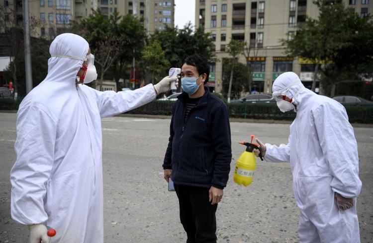 <p>Koronavirüsün dünyanın dört bir yanında yayılmaya devam etmesi, çok sayıda ülkeyi çeşitli önlemler almaya itti.</p>  <p></p>