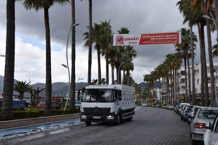 <p>Koronavirüs, tüm dünyanın turistik yerlerini olduğu kadar Türkiye'nin de tatil yerlerini etkiledi.</p>