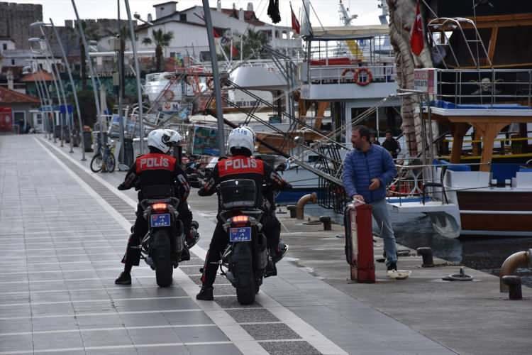 <p>Marmaris Emniyet Müdürlüğü ekiplerince meydan, piknik alanları ve sahillerde denetim yapıldı.</p>